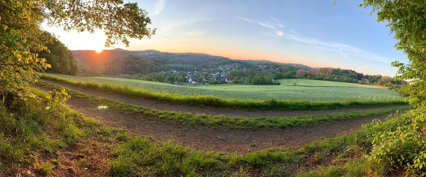 Panoramabild Blick über das weite grüne bergische Land
